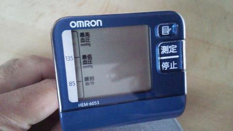 オムロン 手首式血圧計 HEM-6053